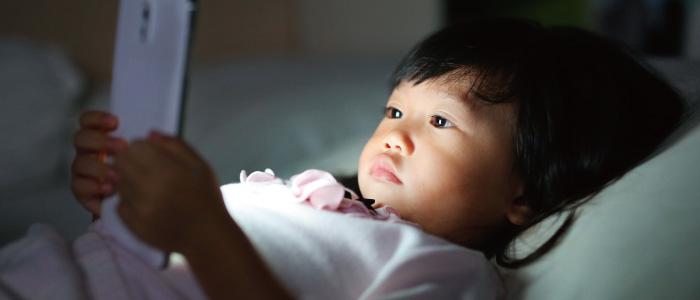 子供にスマホを持たせるデメリット,注意点,視力,有害サイト,高額請求
